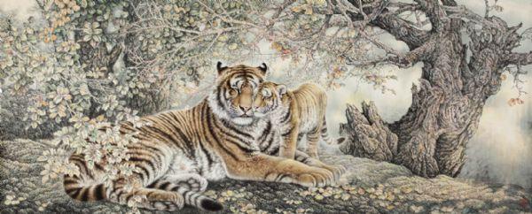 王向  动物是我们所熟习的一种画科,志远的画,呈献给我们的不仅是,辽远而陌生的动物世界,那雄威的精灵背后,揭示着人与动物,和谐共存的自然之法。人类是无法独立生存的,在这个世界上,人类与动物,但存着无限的互补。在环保的旗帜下,那些陌生的动物世界,距离我们异样的遥远。那些陌生的熟悉的记忆和印象,仅存续在我们的民族文化中,和民俗中里俗妄作的民族图腾里。我们无法接近那个世界,惟一能够触摸的方式,就是生动的画面,从中或多或少,感受到一些王者之气。 在我的记忆里,人类对虎充满敬畏,也只有这样的百兽之王,堂而皇之的入居